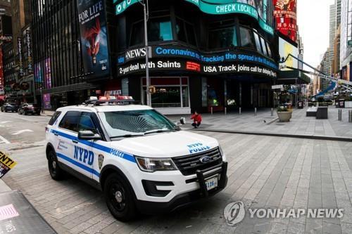 미 뉴욕경찰서(NYPD) 소속 경찰차가 21일(현지시간) 뉴욕 타음스스퀘어에 정차해 있다. [로이터=연합뉴스]