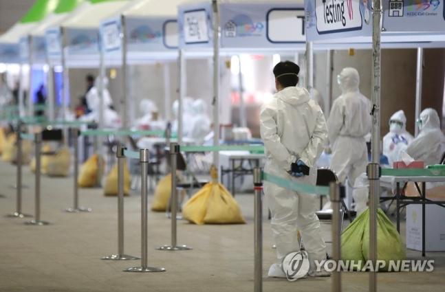 개방형 선별진료소 설치된 인천국제공항 / 연합뉴스