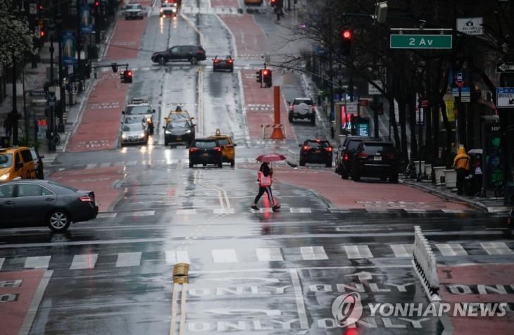 코로나19 확산으로 인적이 끊기 뉴욕시 거리 [AFP=연합뉴스]