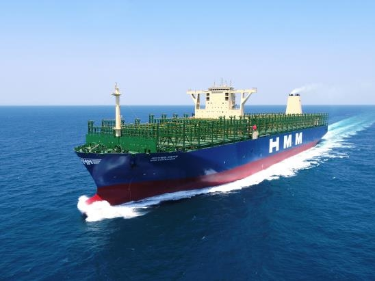 대우조선해양이 건조한 초대형 컨테이너선 'HMM 코펜하겐호'. 대우조선해양이 두번째로 인도한 HMM사 초대형컨테이너선 '에이치엠엠 코펜하겐'호가 운항하고 있다. 2020.5.22. [대우조선해양 제공]