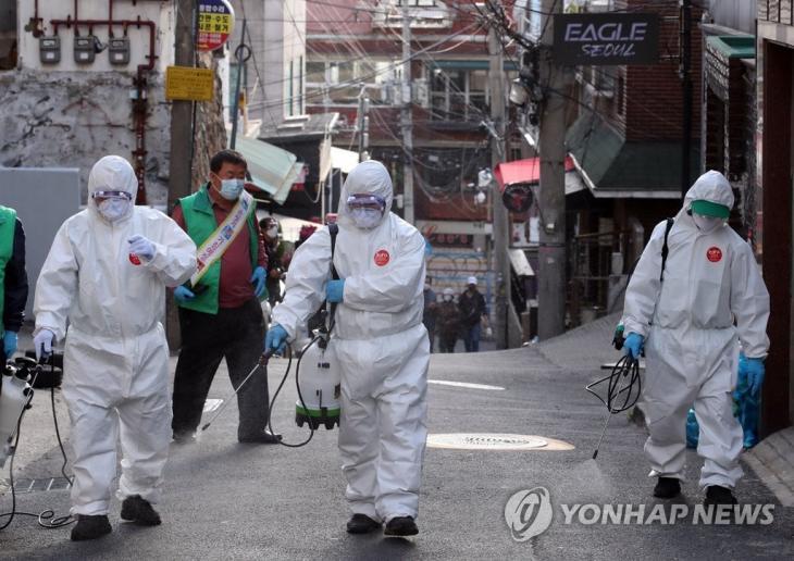 이태원 일대 방역 [연합뉴스 자료사진]