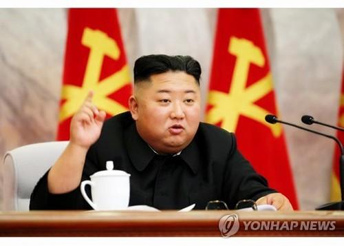 회의 주재하는 김정은 국무위원장. 북한은 김정은 국무위원장이 주재한 가운데 당 중앙군사위원회 제7기 제4차 확대회의를 열었다고 북한매체들이 24일 보도했다. 사진은 회의를 주재하며 발언하고 있는 김정은 국무위원장. 2020.5.24 [노동신문 홈페이지 캡처]