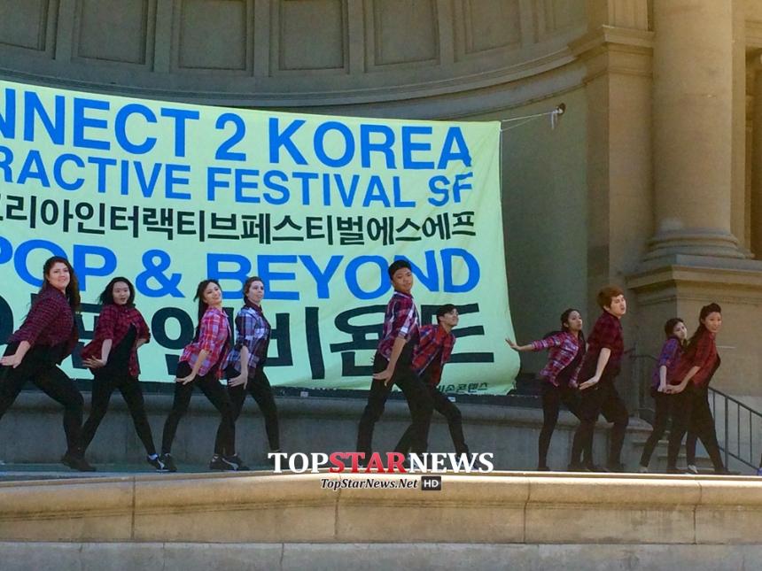 경연대회 우승팀 UC데이비스의 SoNE1와 준우승팀 스탠포드의 XTRM의 K팝 공연 모습 / 비손콘텐츠