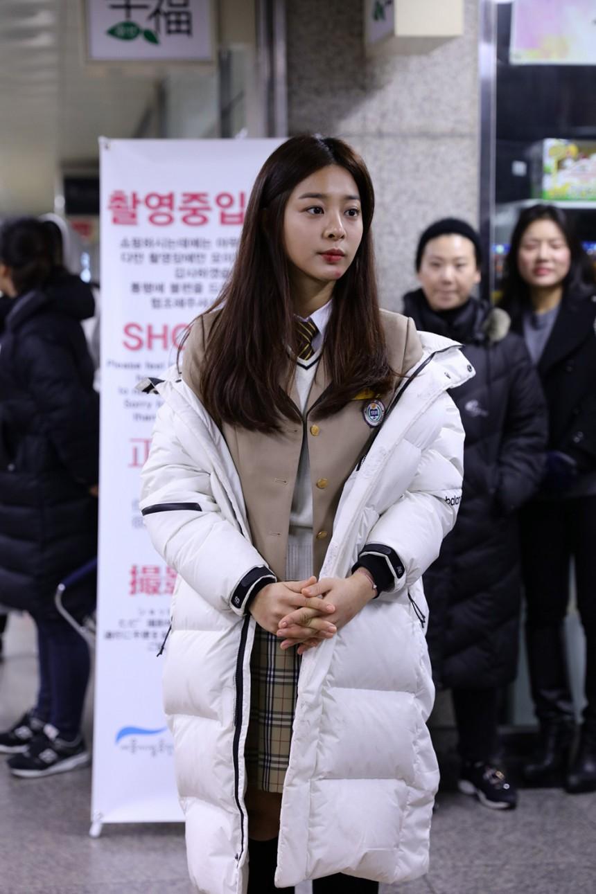 '눈을 감다' 설인아 / 타이탄 플랫폼