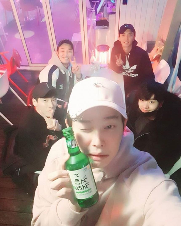 윤균상-전성우-윤나무-강신효-김동원 / 윤균상 인스타그램